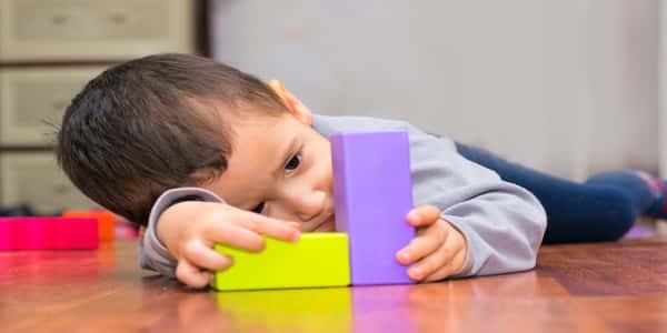 صورة اعراض مرض التوحد عند الاطفال عمر سنتين , علامات التوحد في سن العامين 2161