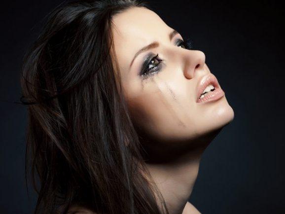 صورة هل دموع المراة تثير الرجل , تاثير دموع المراة فى الرجل 1479 2