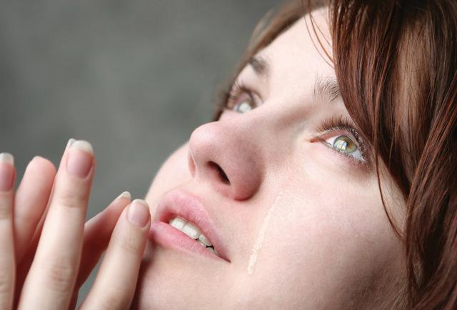 صورة هل دموع المراة تثير الرجل , تاثير دموع المراة فى الرجل 1479