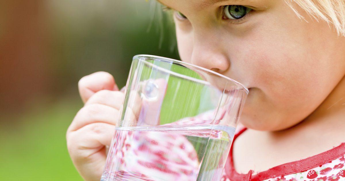 صورة اضرار كثرة شرب الماء , برغم من فوائد الماء الا ان الافراط فية ضار جدا