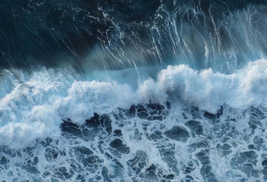 تفسير حلم امواج البحر المرتفعه البحر الهائج به الكثير من المشاكل اغراء القلوب