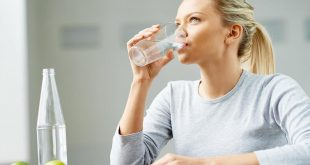 صورة شرب الماء على الريق , ابدا يومك برشفة ماء ستجد اختلاف