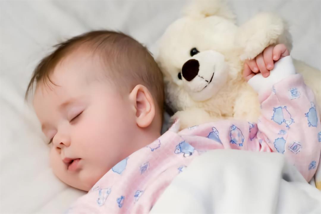 صورة كثرة نوم الطفل في الشهر الرابع , قد يكون حاجه للنمو و استعادة نشاط أو حاجه للعلاج