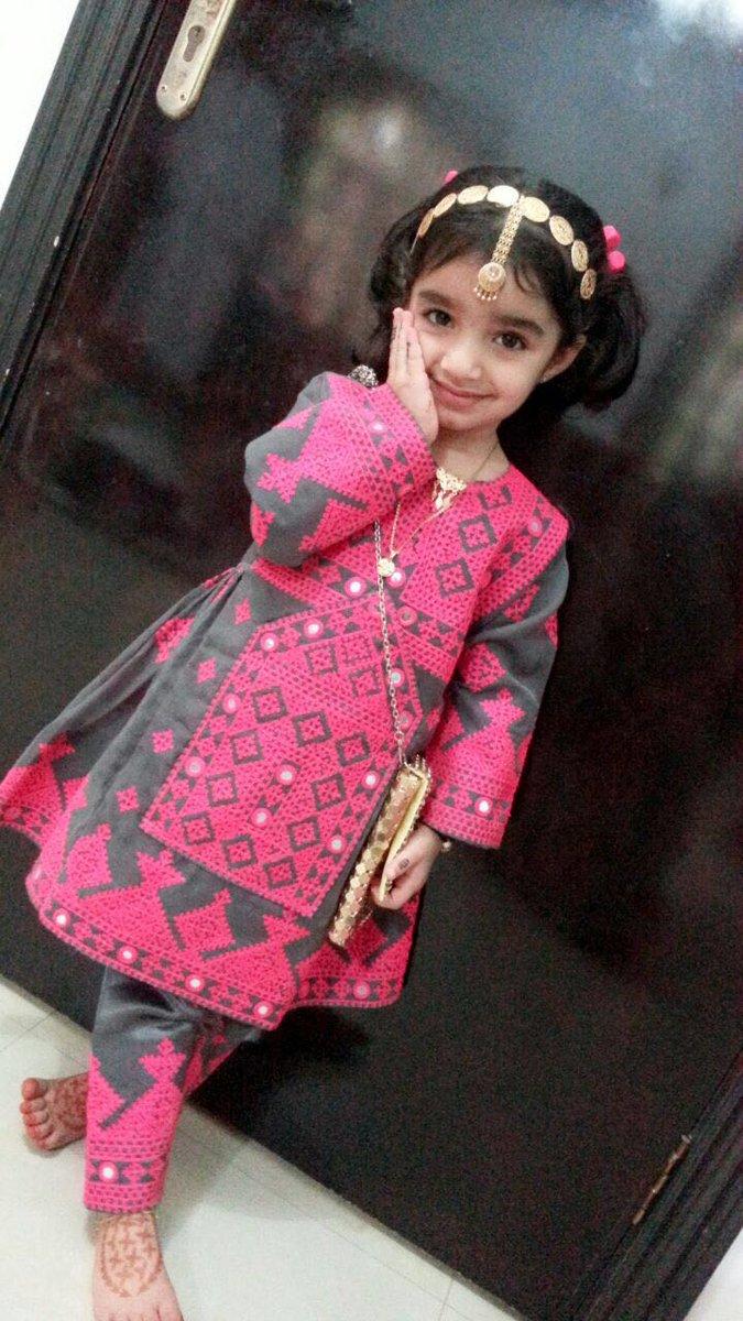 صورة اجمل استايلات الملابس لأهل عمان،تصاميم ملابس عمانيه للعيد